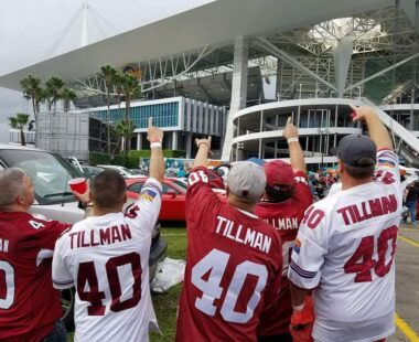 Cardinals fans cheering outside stadium